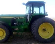 Tractor John Deere 4760.