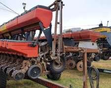Sembradora Brioschi Autotrailer de 14 Surcos a 52.5 CM.