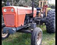 Tractor Fiat 8000 sin Cabina, con TDF y Comando Hidraulico.