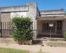 Casa En Venta. Galvez. San Juan 1522. Servicios.