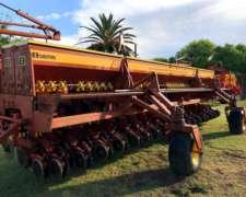 Sembradora Bertini 32000 de 8.70mts de 36 a 23cm