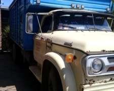 Dodge DD1000 con Acoplado Enganchado.