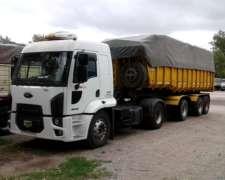 Ford Cargo 1932 (2013)y Batea Ombu (2009)