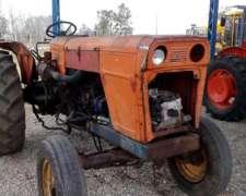 Tractor Fiat 700 con Levante Hidráulico