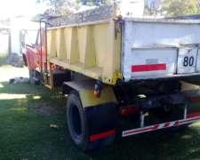 Camion con Caja Volcadora a Brazo