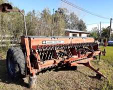 Sembradora Massey Ferguson 27 Lineas a 17.5cm con Alfalfero