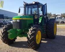 Tractor John Deere 7500.