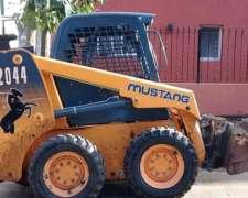 Minicargadora Mustang 2044 .
