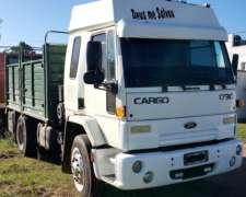 Ford 1730 año 2004 con Carroceria. con 40.000 km de Reparad