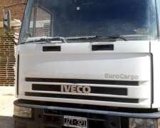 Camión Iveco Con Semi