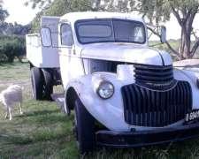 Camion Chevrolet Diesel con Caja Volcadora Todo Reparado