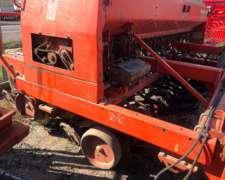 Sembradora Tanzi 4350 de 24/19 con Alfalfero