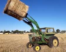Tractor John Deere 2420 con Pala y Elevador de Rollos