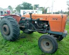 Tractor Fiat 700 sin Cabina