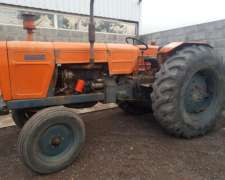 Tractor Fiat 800 e con 18.4 X 34 muy Bueno