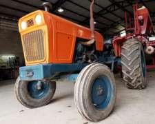 Tractor Fiat 700 -