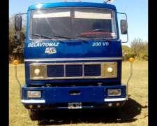 Camion Camilla 6.80 Mts con Malacate y Eje Neumatico.