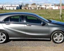 Hermoso Auto Precio Producto. Vendo Mercedes Benz a 200 Full