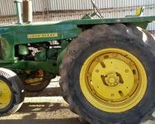 Tractor J. Deere 730