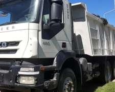 Camion Iveco Trakker 420 con Volcadora Cumar