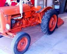 Tractor Fiat 411 con Desmalezadora