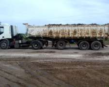 Camión Iveco Cavallino 320 con Batea Ombú