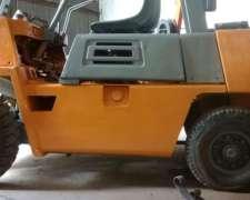 Autoelevador Komatzu - Motor Isuzu Diesel 2500 Kg