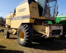 Ref. 31 - Cosechadora New Holland TC57 con Cabezal Maicero