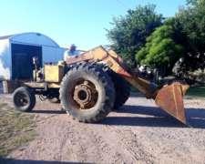 Tractor Massey 1075 con Pala Cargadora Invertida