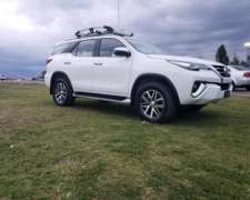 Toyota Hilux Srx 2.8 Sw4 4x4 Cuero At 7a Color Blanco