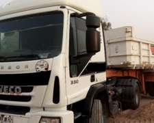 Camion Iveco Cursor 330 con Batea Petinari 2+1