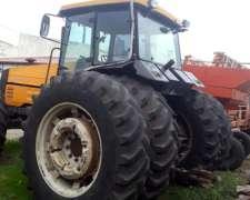 Tractor Valtra Doble Tracción con Dualis