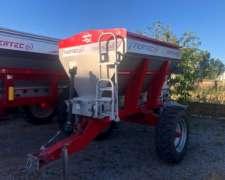 Fertilizadora Fertec Serie 4 de 3000 Lts, muy Buena