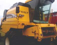 Cosechadora New Holland TC 57 año 2008, 23 Pies