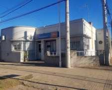 Casa En Venta. Galvez. Esquina Mitre Y Brarda. Servicios