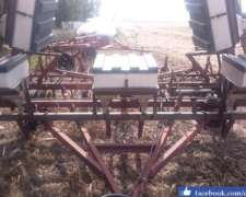 Escardillo De 11 Rejas Con Cajón Fertilizador.