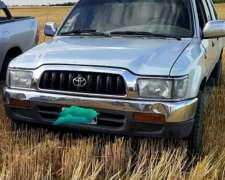 Toyota Hilux SR 4X4 2003