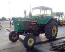 Tractor John Deere 2420 con Cabina, Tracción Simple