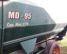 Mixer Agromec - Modelo MD 95 - Capacidad 5 TT con Balanza