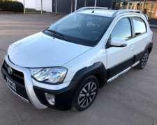 Toyota Etios Cross 1.5 Full 2014 38.000 KM. Impecable.