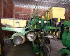 Sembradora John Deere Neumática con Fertilización