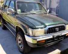 Toyota Hilux SR 2004 4X4 -mot 3.0 , 434.000 KMS -lev Cris