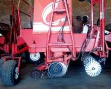 Sembradora Crucianelli Mod Gringa año 2008 de 16 Línea 42cm