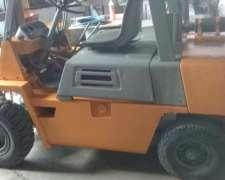 Autoelevador Komatzu - Motor Isuzu Diesel 2500 Kg - Imperdib