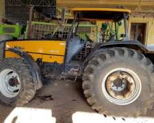 Tractor Valtra BM 120, 4X4 con Techo. Mod 2005