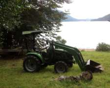 Tractor Parquero 30 HP 4X4 con Pala Instalada