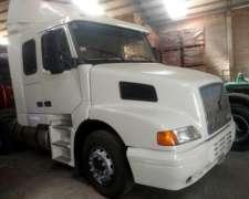 Camion Volvo NH 12 -380 HP año 2003 Exelente Estado