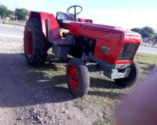 Tractor Usado Con Tres Puntos .