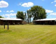 55 Has Campo con Mejoras, Lago y Parquización en Zárate