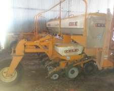 Sembradora de 9 a 52 cm Doble Fertilizacion Marca Cele